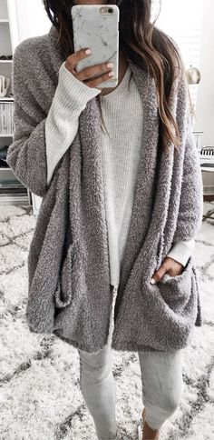 comfy fall outfit idea : white sweater + cardigan + jeans