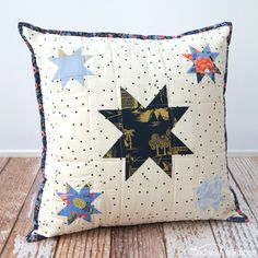 Tied with a Ribbon: Star Filled Skies Pillow Tutorial - Weekend Quilting Bonus Project! Lap Quilts, Mini Quilts, Pdf Patterns, Fabric Patterns, Sewing Quotes, Pillow Tutorial, Quilted Pillow, Sewing Notions, Quilting Designs