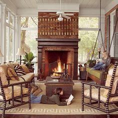 now THIS is a porch! Cozy Screened Fall Porch A wood-burning fireplace is the center of attention in this porch, and dozing, reading, and chatting are the orders of the day. An indoor-outdoor rug softens and defines the gathering space. Outdoor Rooms, Outdoor Living, Indoor Outdoor, Indoor Swing, Outdoor Areas, Outdoor Lounge, Porch Fireplace, Fireplace Ideas, Fireplace Bookshelves