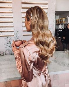 In This pin we share totally different hair coloration concepts hair coloration blonde hair coloration ide Loose Hairstyles, Formal Hairstyles, Bride Hairstyles, Glamorous Hairstyles, Hairstyles For Night Out, Hairstyles 2018, Winter Hairstyles, Hair Inspo, Hair Inspiration