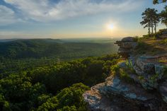 A Crag overlooking the Ozark Mountains of Arkansas [OC][3000x2000] -Please check the website for more pics