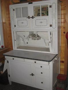 Antique HOOSIER Kitchen Cabinet. Just what I'm looking for:  Flour and sugar dispenser, spice carousel and porcelain work surface