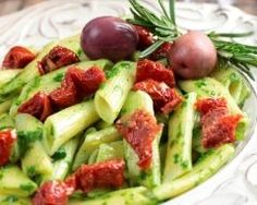 Penne pesto e pomodori Vegetarian Recipes, Healthy Recipes, Cheat Meal, Cold Meals, Fun Cooking, Tortellini, Cobb Salad, Meals, Chopped Salads