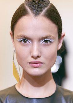 Die beliebtesten Sommer Frisuren können als Treffpunkt der Kontraste bezeichnet werden. Ein scheinbar klassischer Haarschnitt, wie zum Beispiel der kurze