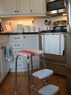 Oakview Cottage: ~A Vintage Step Stool Redone~