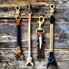Upcycled leather belts into key fobs! Key Diy, Jewelry Accessories, Fashion Accessories, 2015 Fashion Trends, I Love Lamp, Leather Wallet, Leather Key, Leather Belts, Native American Fashion