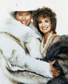 and Sue Ellen Ewing - Larry Hagman and Linda Gray Serie Dallas, Dallas Tv Show, Alexandre Le Bienheureux, Larry Hagman, Victoria Principal, Linda Gray, Mens Fur, Fox Fur Coat, Fur Coats