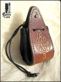Fellowship of RPG pattern Celtic sheet / Celtic leaf / RPG Leather Hats, Leather Fashion, Leather Craft, Leather Purses, Leather Drawstring Bags, Leather Pouch, Viking Clothing, Diy Backpack, Pouch Pattern
