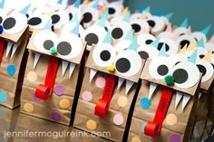 Super adorable halloween treat bags!! I'm thinking this would be great for Michaels class!