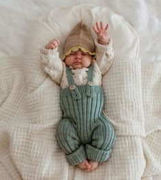 talk about baby fever 🤒👶 Cute Outfits For Kids, Baby Boy Outfits, Cute Kids, Cute Babies, Cute Baby Pictures, Newborn Pictures, Baby Kids Clothes, Baby Boy Fashion, Boho Baby