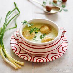 Geröstete Zwiebelsuppe mit Käseröstschnitten Cheeseburger Chowder, Soup, Ethnic Recipes, Onion Soup Recipes, Easy Meals, Food Food, Soups