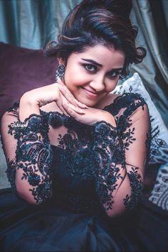 Anupama Parameswaran Latest HD pictures and wallpapers - NatoAlpabet Beautiful Blonde Girl, Beautiful Girl Photo, Beautiful Girl Indian, Most Beautiful Indian Actress, Indian Actress Photos, Indian Film Actress, Indian Actresses, Sonam Kapoor, Deepika Padukone