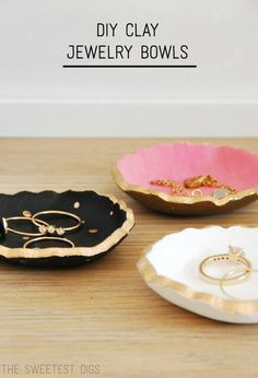 This is a seriously cute DIY, you guys. I had seen tutorials out there for these little clay ring dishes – from stamped to marbled to painted, and so decided to…
