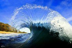 20 maestose foto che catturano la bellezza racchiusa nelle onde