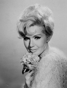 Connie Stevens, circa 1966. Old Hollywood Glamour, Vintage Hollywood, Classic Hollywood, Hollywood Actresses, Actors & Actresses, Classic Movie Stars, Classic Tv, Classic Beauty, Famous Blondes