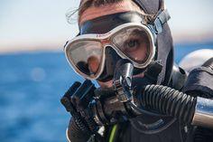Scuba Diving for Beginners : Tips for Using Scuba Diving Regulator Scuba Diving Mask, Women's Diving, Best Scuba Diving, Diving Suit, Scuba Wetsuit, Scuba Gear, Diving Regulator, Scuba Diving Equipment, Sport Girl