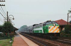 https://flic.kr/p/N7gtqi | Burlington Northern - Riverside, IL | A long BN express suburban train slips through Riverside on the center track behind E9 No. 9910, in August 1982.