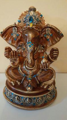 Lord ganesha em gesso!com muitas pedrarias  Tam: 31x25 Valor: 145,00 Fone: 051- 99748570 -Debora