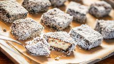Australský národní dezert: piškotové řezy lamington Krispie Treats, Rice Krispies, Ale, Muffin, Sweets, Breakfast, Desserts, Mudpie, Sweet Pastries