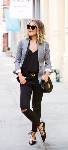 A Gray Blazer, a Black T-Shirt, Black Jeans, and Black Flats. Not a fan of the flats tho, but it looks great! Simple Outfits, Trendy Outfits, Fall Outfits, Cute Outfits, Fashion Outfits, Flat Lace Up Shoes, Lace Up Ballet Flats, Lace Shoes, Look Blazer