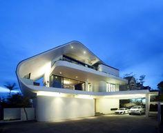 "Unconvetional Modern Architecture: ""Ninety7 @ Siglap"" House in Singapore"