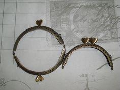 Taschenbügel antik Bronze  halbrund Herzchen Clips von Leinen-Traum auf DaWanda.com Clips, Hoop Earrings, Bronze, Wreaths, Etsy, Jewelry, Linen Fabric, Bags, Jewlery