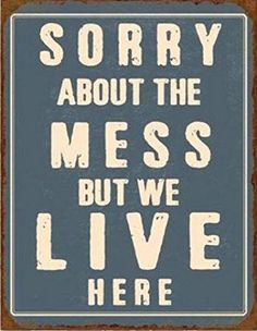 Amazon.de: 1art1 74936 Fun - Sorry About The Mess But We Live Here, Retro Style Poster Blechschild 39