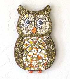 Owl mosaic by noelle hyland Owl Mosaic, Mosaic Birds, Mosaic Art, Mosaic Glass, Glass Art, Fused Glass, Mosaic Crafts, Mosaic Projects, Stained Glass Projects