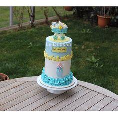 Mutlu hafta sonları  Happy Weekend  Alp is coming soon #şekerhamuru #şekerhamurlupasta #butikpasta #fondantcake #kişiyeözelpasta #reposteria #instacake #cakeoftheday #cakestagram #cakedecoration #cakedesign #sugarcake #cakeart #fondant #fondantart #sugarcraft #edibleart #decoratedcake #ideiasdebolosdocesedelicias #babyshower #babyboy #instakids #caketopper #biscuit #stroller #bebekarabası #bebek #newborn