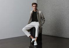 Written by Ivan Yaskey in Trends on the June 2019 Making Sense of Minimalist Menswear We're living in an antithetical Horders world. Armani Suits, Scandinavian Fashion, Men Photoshoot, Business Dresses, Minimal Fashion, Minimal Style, Reiss, Work Casual, Stylish Men