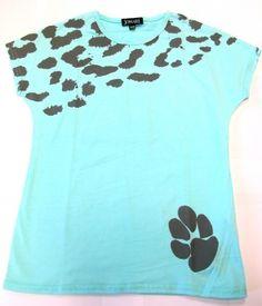 Stylish Kizuri t-shirt from the Johari Seedlings range. This design is one of the winning entries from the Johari Seedlings Design competition. Handmade in Kenya, at £15 it's a great buy!