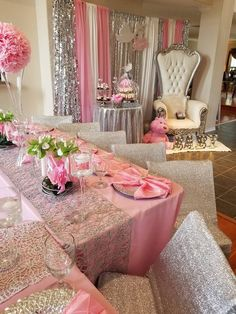 Love the balloons in the middle of for tables - Salvabrani Princess Theme, Baby Shower Princess, Paris Baby Shower, Baby Boy Shower, Girl Baby Shower Decorations, Baby Shower Themes, Shower Ideas, Baby Shower Gender Reveal, Baby Gender