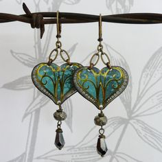 coeur de turquoise - vintage tin, pyrite and glass earrings.