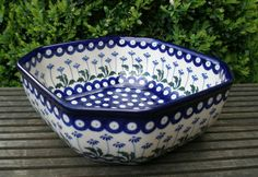 Polish pottery - I never get tired of the traditional pattern. Especially when i see it at a cute shape like this.