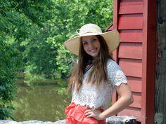 Счастье – это относительное понятие, так как для каждого оно индивидуально. Единого рецепта счастья нет, поэтому людям приходится самостоятельно искать его. И большая проблема заключается в том, что многие ищут его в тех местах, где его нет и быть не может. Panama Hat, Cowboy Hats, Fashion, Moda, Fashion Styles, Western Hats, Fashion Illustrations, Panama City, Panama