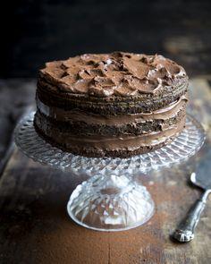 Chocolate naked cake. http://www.jotainmaukasta.fi/2015/10/04/suklaakakku/