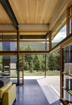 "open spaces to the outside: ""River Bank House"" (Big Sky, Montana) by Balance Associates Architects"