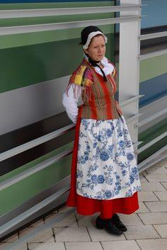 Vihti (Swedish: Vichtis) is a small municipality located in the Uusimaa region of province of Southern Finland, (Finlande. Lausanne, Folk Costume, Costumes, 7 Continents, Folk Clothing, Folklore, Evolution, Harajuku, Floral Prints