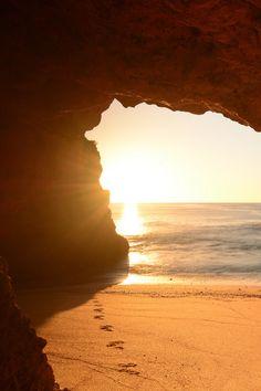 Praia Dona Ana - Lagos (Portugal) Fantasear con un road trip por Portugal con alguien que te prefiere a 5m de distancia es MUY MAL...