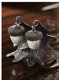 How cute are the acorn salt and pepper shakers? They make for a great hostess gift, too!