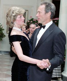 Diana dancing with Clint Eastwood at the White House dinner hosted by Ronald and Nancy Reagan in 1985 Princess Diana Photos, Princess Diana Family, Princes Diana, Princess Of Wales, Princess Diana Memorial, Lady Diana Spencer, Clint Eastwood, Prince Charles Et Diana, Princesa Real