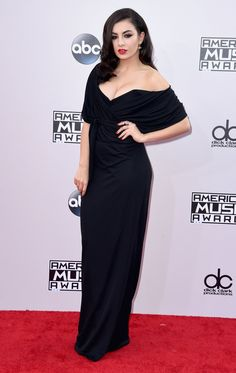 Pin for Later: Les Plus Beaux Looks des American Music Awards, C'est Par Ici Charli XCX