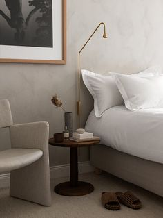 Home Decoration Ideas Diy Scandinavian bedroom design. The basics to recreate the look Decoration Ideas Diy Scandinavian bedroom design. The basics to recreate the look Nordic Bedroom, Home Bedroom, Modern Bedroom, Bedroom Decor, Bedroom Ideas, 1920s Bedroom, Scandinavian Bedroom, Minimal Bedroom Design, Natural Bedroom