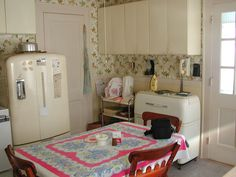 50's Kitchen by Cyberoptix™, via Flickr