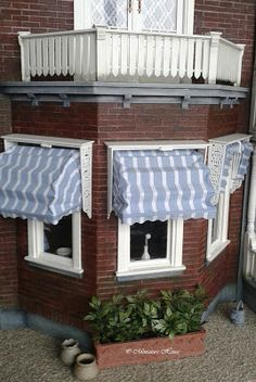Miniature House: Making Blinds for Miniature House