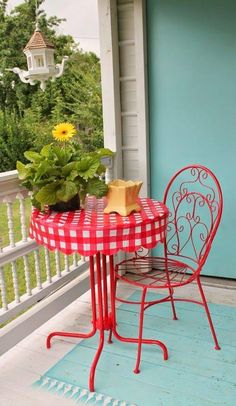 Left out in the trash, this bistro table and chair get a new life with Rust-Oleum gloss apple red and a vinyl tablecloth for the perfect setting for breakfast on the deck or patio. Cottage Porch, Red Cottage, Art Furniture, Outdoor Furniture Sets, Outdoor Decor, Small Porch Decorating, Balcony Table And Chairs, Dining Chairs, House With Porch
