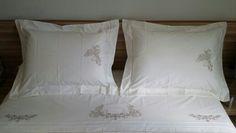 Jogo de cama bordado borboleta.