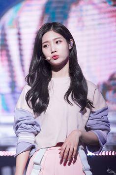 Chaeyeon Kpop Girl Groups, Korean Girl Groups, Kpop Girls, Korean Beauty, Asian Beauty, Jung Chaeyeon, Kim Chungha, Choi Yoojung, Brave Girl