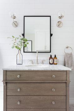 minimal modern ranch bathroom