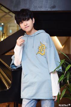 Ulzzang Boy, Kpop Boy, Boyfriend Material, Mini Albums, Boy Groups, Girl Group, Idol, Baby Boy, Teen